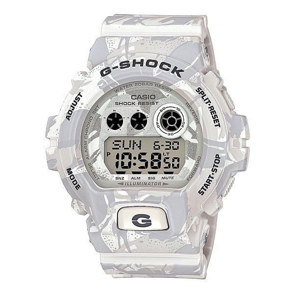 Часы Casio G-Shock Gd-x6900mc-7e White/GreyМногофункциональные наручные часы в ударопрочном корпусе с подсветкой, секундомером, будильником, таймером, календарем на полиуретановом ремешке.Характеристики: Светодиодная подсветка дисплея и стрелок. Ударопрочная конструкция защищает от ударов и вибрации. Функция мирового времени.Отображение времени: аналоговый + цифровой, формат 12/24 часа, секундная стрелка отсутствует.Таймер с минутной точностью, обратным отсчетом и автоповтором. 5 ежедневных будильников, сигнал каждый час.Второй часовой пояс. Функция включения/выключения звука кнопок.Прочное, устойчивое к царапинам минеральное стекло защищает часы от повреждений.Корпус из полимерного пластика и нержавеющей стали. Ремешок из полимерного материала. Водонепроницаемость (20 Бар/200 м). Элемент питания – CR2032 (срок службы до 10 лет).<br><br>Цвет: белый,серый<br>Тип: Электронные часы<br>Возраст: Взрослый<br>Пол: Мужской