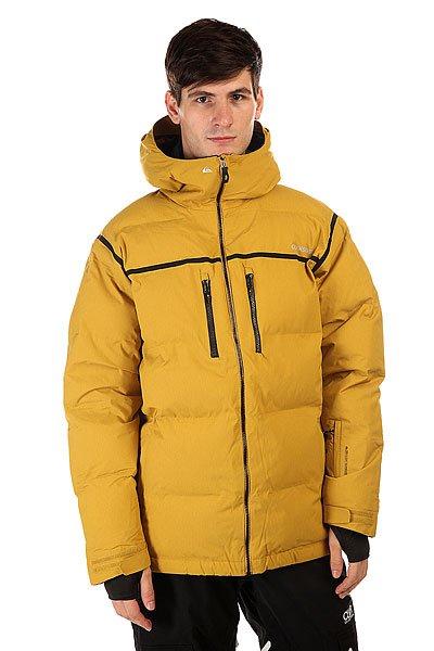 Куртка Quiksilver Tr Pillow Jkt Olive OilКуртка Quiksilver Tr Pillow, в которой уровень тепла сравним с пуховиком, но без лишнего объема. Это стало возможным благодаря эффективному утеплителю 3M™ Thinsulate™ Lite Loft. Дышащий, но очень надежный утеплитель для самых суровых погодных условий.                                                                           Технические характеристики: Утеплитель - 3M™ Thinsulate™ FEATHERLESS 300 г.Подкладка - влаговыводящая тафта с принтом.Водонепроницаемая мембрана - Dry Flight 15K(15 000 мм / 15 000 г).Проклеенные швы. Высокий воротник стойка.Фиксированный  капюшон с регулировкой.Сеточная вентиляция.Система прикрепления штанов к куртке.Защита подбородка от натирания молнией из микрофибры.Медиакарман.Карман для скипасса.Карман для маски с тканью для протирания фильтра.Фиксированная противоснежная юбка из синтетической тафты с эластичной вставкой из лайкры.Манжеты из лайкры с отверстием для большого пальца.Подол с утяжкой.Нагрудные карманы на водонепроницаемой молнии YKK® Aquaguard® Vislon Metallic.Два боковых кармана для рук на молнии.Застежка - молния.Регулируемые манжеты на рукавах на липучках.Фасон: стандартный (regular fit).<br><br>Цвет: желтый<br>Тип: Куртка утепленная<br>Возраст: Взрослый<br>Пол: Мужской