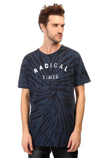 Футболка Quiksilver Radical Tiess Tees Dark DenimКоллекция футболок от Quiksilver представлена яркими и насыщенными цветами, креативными принтами, а также легкими натуральными тканями.Технические характеристики: Короткие рукава.Свободный крой.Декоративная строчка на рукавах и на подоле.Сплошной принт.Текстовый принт на груди.<br><br>Цвет: синий<br>Тип: Футболка<br>Возраст: Взрослый<br>Пол: Мужской