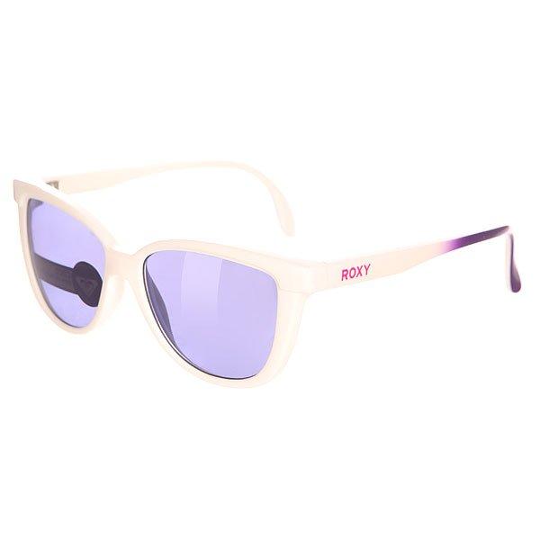 Очки детские Roxy Coco White/Flash PurpleСтильные очки для маленьких модников.Характеристики:Оправа из гриламида. Оптически корректные поликарбонатные линзы. 6-тислойное покрытие против царапин. 100% защиты от УФ-лучей (UV A, UVB).Мягкая защитная сумочка в комплекте.<br><br>Цвет: белый,фиолетовый<br>Тип: Очки<br>Возраст: Детский