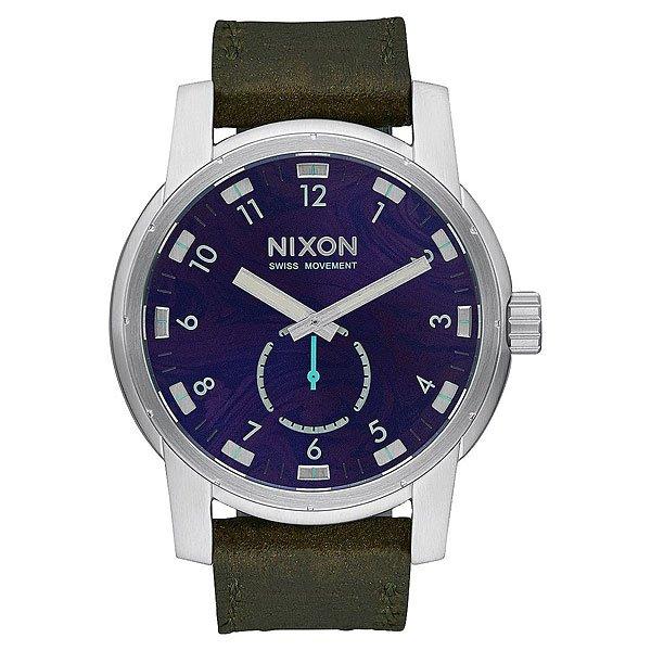 Кварцевые часы Nixon Patriot Leather Purple/OliveВнушительный внешний вид с четким циферблатом. Эти часы обладают решительным дизайном, внушающим доверие и снабжены долговечным швейцарским кварцевым механизмом. Дополнительный 60-секундный циферблат с контрастной стрелкой гармонично разбавляет классический дизайн, добавляя ему динамики.Характеристики:Швейцарский кварцевый механизм. 3 стрелки. Дополнительный 60-секундный циферблат напротив 6-часового деления.Функции: часы, минуты и секунды. Материал: прочная нержавеющая сталь.Задняя крышка из нержавеющей стали (на винтах). Закалённое минеральное стекло с антибликовым покрытием. Водонепроницаемость: 200 метров / 20 АТМ.Тройное уплотнение головки.Кожаный браслет. Двойная застежка с микрорегулировкой.<br><br>Тип: Кварцевые часы<br>Возраст: Взрослый<br>Пол: Мужской